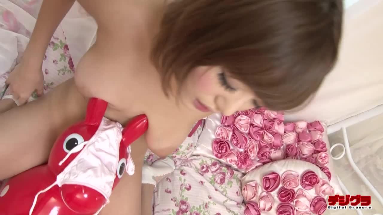 浜崎真緒 垂れ乳&エロ乳輪の最強美少女が下着姿で縄跳びしたら一回目のジャンプで乳丸出しな上にパンティまでずれ落ちちゃいましたww
